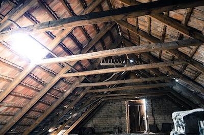 Un guide simple pour la rénovation d'un grenier en chambres à coucher